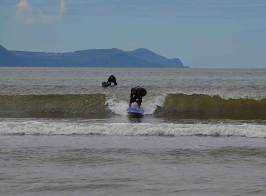 learn to surf on inch beach